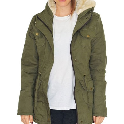 17f624ec5c51 Campera parka de gabardina con interior de piel y capucha para mujer modelo  Bear color verde Talle M.